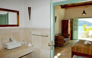 Villa Aquilo - Bathroom & Bedroom